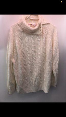 Elegancki sweter z guziczkami