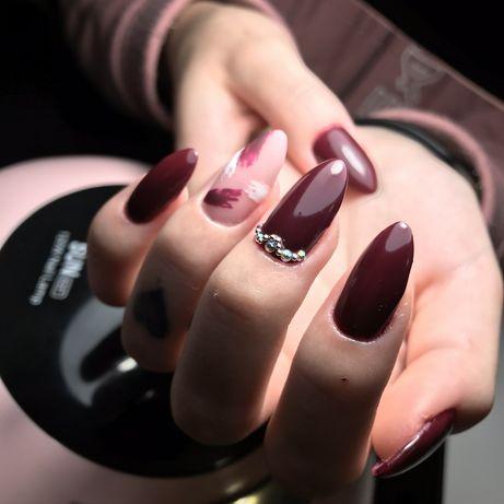 Манікюр та нарощування нігтів