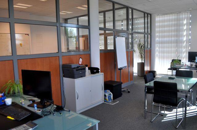 biurowiec z parkingiem/ 335 m2/ wysoka klasa
