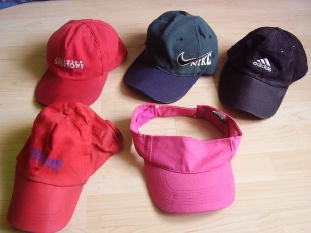 Męskie czapki sportowe z daszkiem.