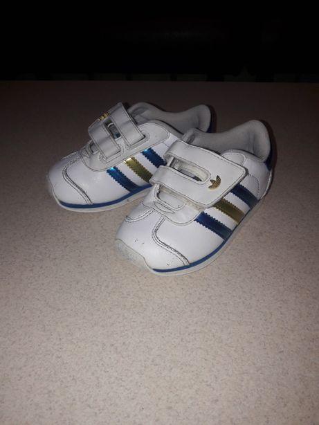 Продам кожаные кроссовки adidas оригинал.