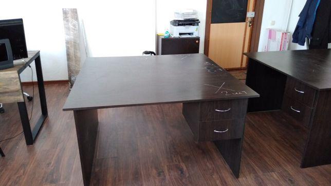 Стол офисный 1300х1300х750