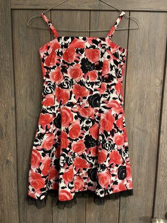 Przepiekna sukienka 140 cm DEBENHAMS w róże