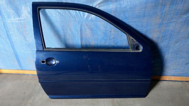 Drzwi prawe prawy przód LB5N wersja 3d VW Golf IV 4 granatowe