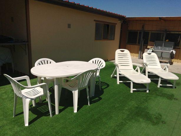 Vendo Mesas, Cadeiras e Espreguiçadeiras para Jardim
