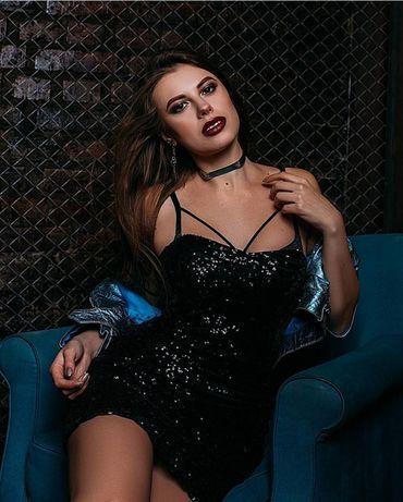 Черное платье в пайетках