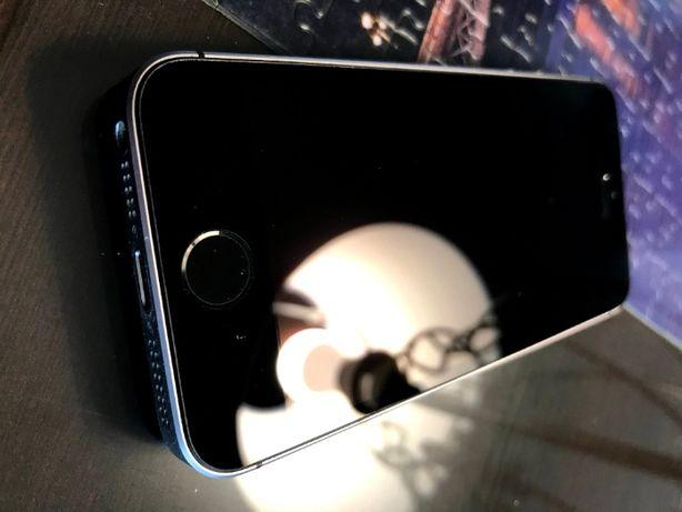 iPhone SE 32GB + ładowarka, space gray, sprawny, wyświetlacz bez rys