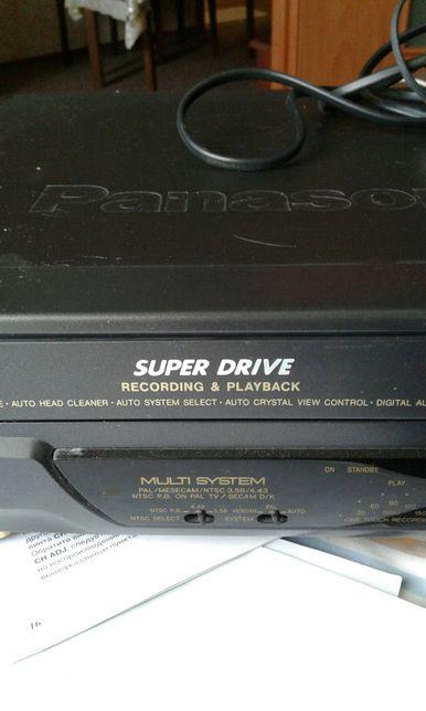 """Видеокассетный плейер """"Панасоник"""" с кассетами киноз"""