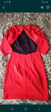 Красное платье.  .
