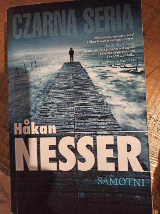 Hakan Nesser, Samotni, kryminał Śrem - image 1
