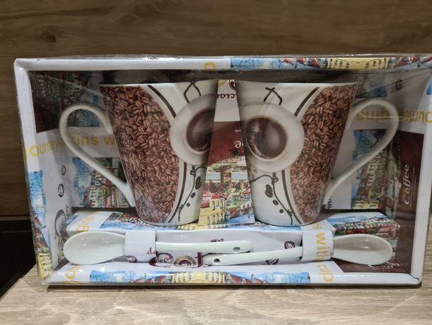 Kubki do kawy z łyżeczkami