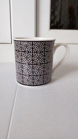 Kubek ceramiczny biały czarny marokański
