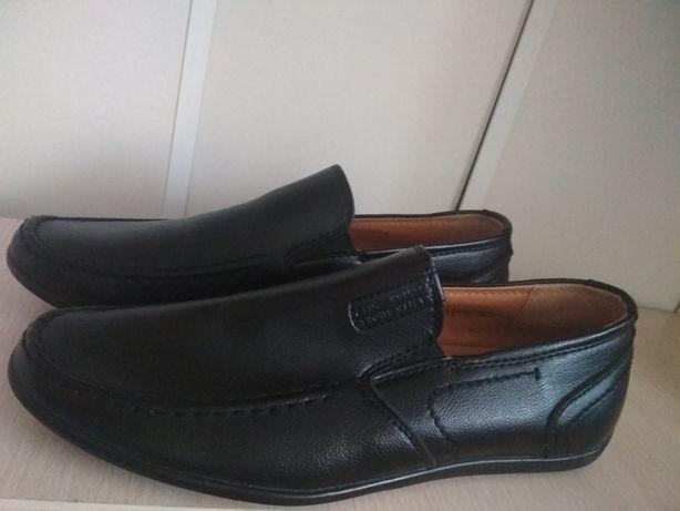 Школьные туфли на мальчика 39-40 р.