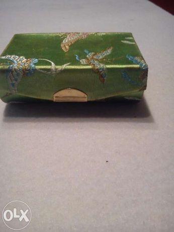 Azjatyckie zielone pudełko na kosmetyki