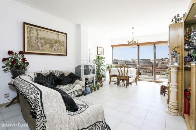 Apartamento T2 na Costa da Caparica com terraço e vista mar.