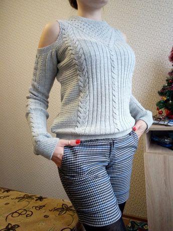 Продается женский свитер.