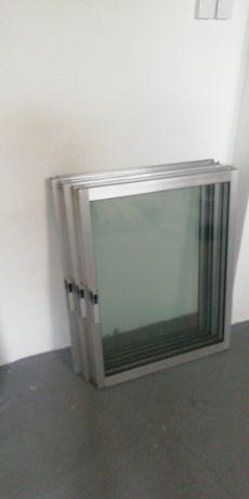 Janelas e porta em alumínio