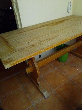 Mesa de madeira  e banco pequeno para interior ou exterior