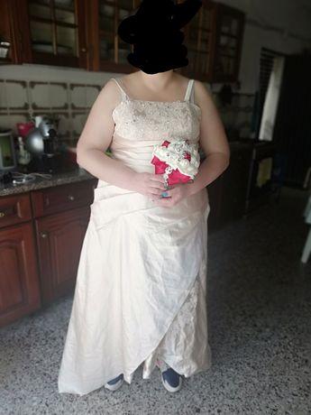 Vestido Noiva com adereços
