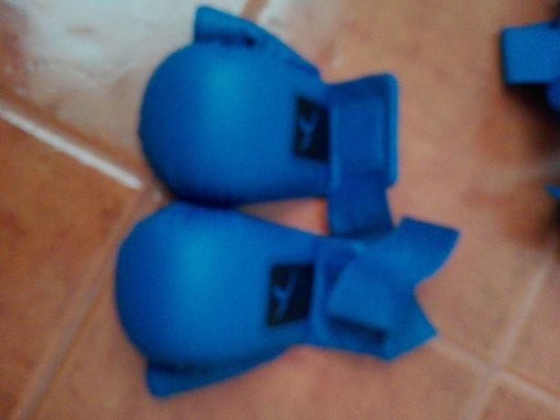 Luvas proteção, proteção de pés e caneleiras, Karaté azul domyos