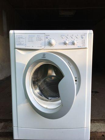 Продам стиральнульную машинку Indesit