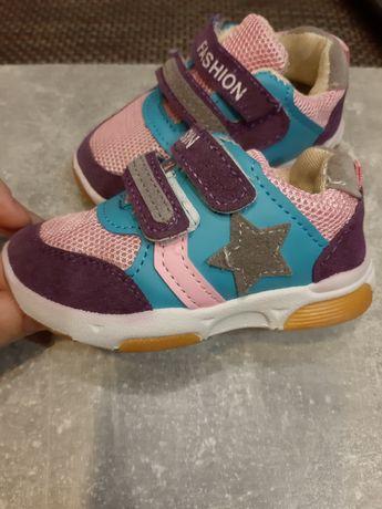 Piekne buciki dla dziewczynki