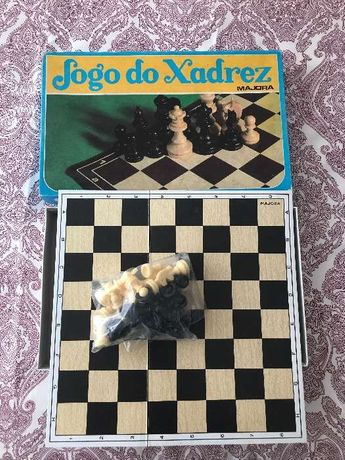 Vendo 4 jogos de mesa / tabuleiro / família