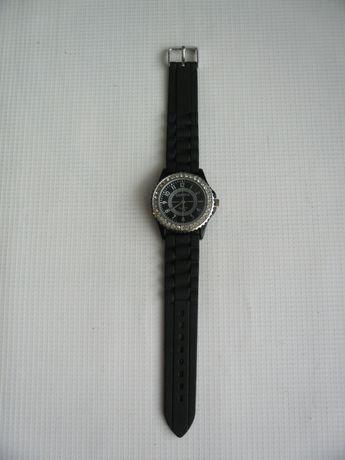 Часы женские наручные кварцевые.