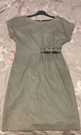Платье серого цвета с серебряной нитью