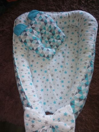 Двухсторонний кокон и новые вещи для новорожденного