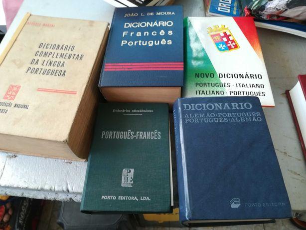 Dicionários antigos, usados em bom estado.