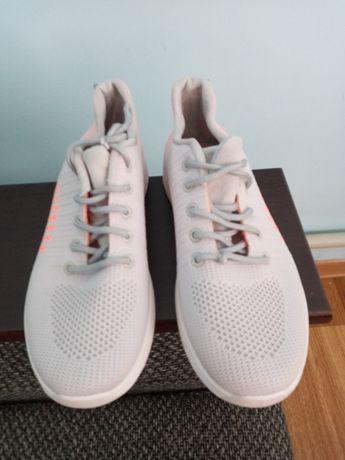 Продам кросівки нові 40 розмір