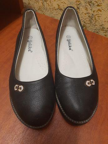 Продам туфлі на дівчинку 33 р. в гарному стані