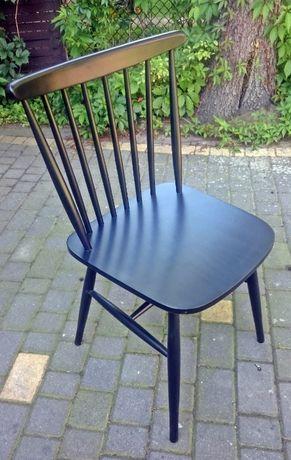 Krzesła A-1102/1 gładkie czarne patyczaki Fameg