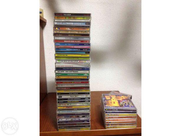 Vendo 50 CDs de música variada.