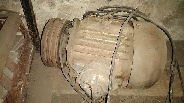 Робочий двигун 380