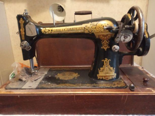 Продам швейную ручную машинку ГОСШВЕЙМАШНА.