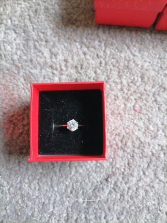 Mam na sprzedaż pierścionek