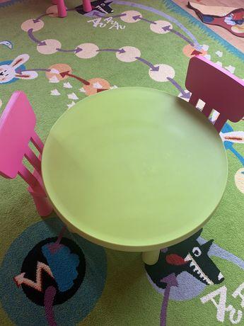 Stolik dzieciecy + dwa krzesełka Ikea