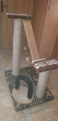 Drapak dla kota z atrakcjami
