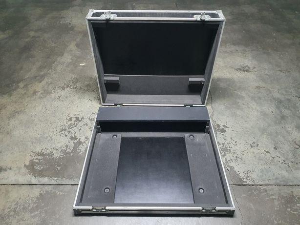 Flight case para mesa Yamaha MG 24/14