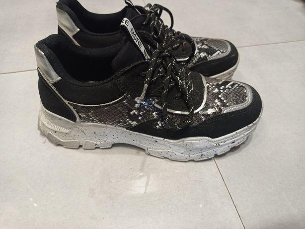 Buty na podwyższeniu adidasy 39