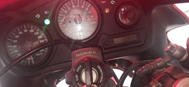 CBR  F 4 -Moto muito bem estimada