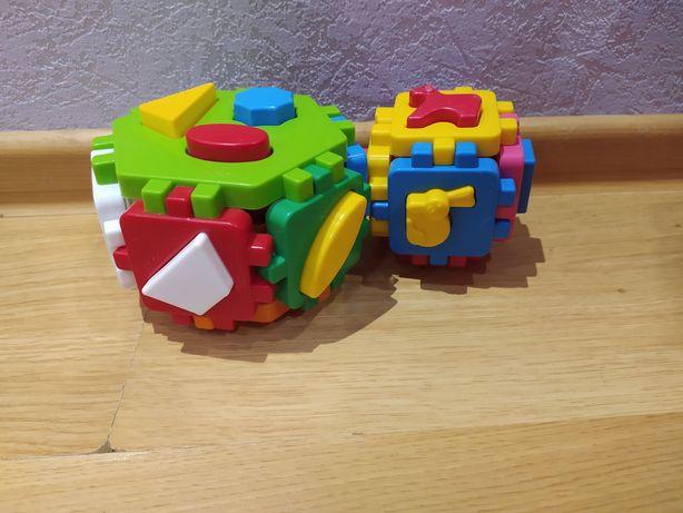 Куб-сортер з тваринами та фігурами