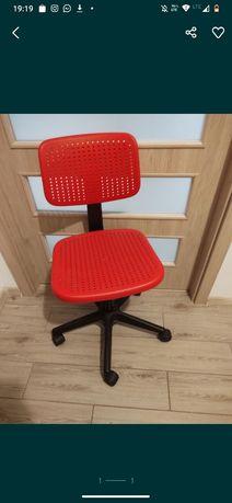 Czerwone krzesło obrotowe