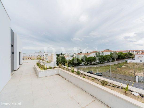 T2+1 Duplex com jardim e terraço em condomínio novo