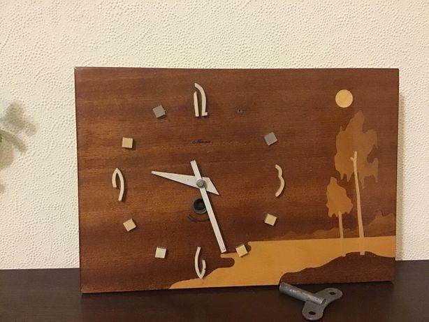 Продам настольные часы в деревянном корпусе МАЯК