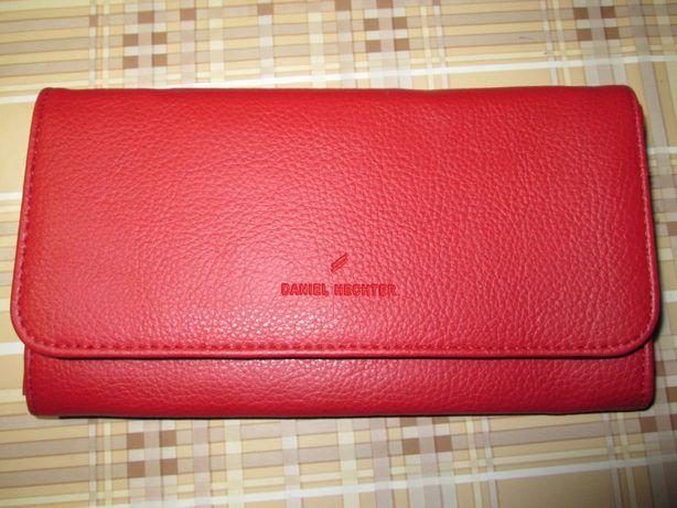 Вместительное портмоне для денег, карт и документов от daniel hechter