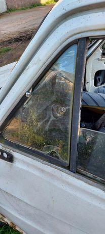 Szyby przednie uchylane trójkąty Fiat 126p