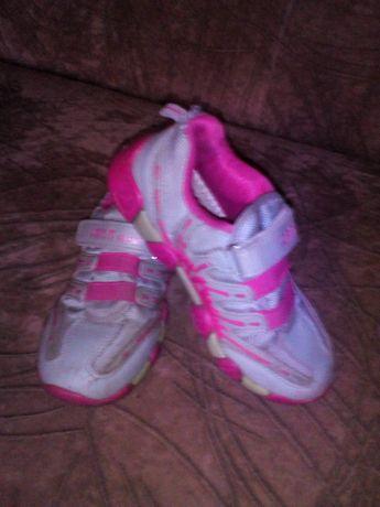 Кроссовки для девочки 30 размер 350₽.